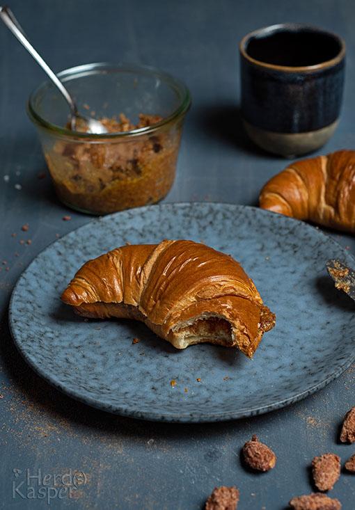 Ein Hochgenuss: der Brotaufstrich aus gebrannten Mandeln und Croissants.