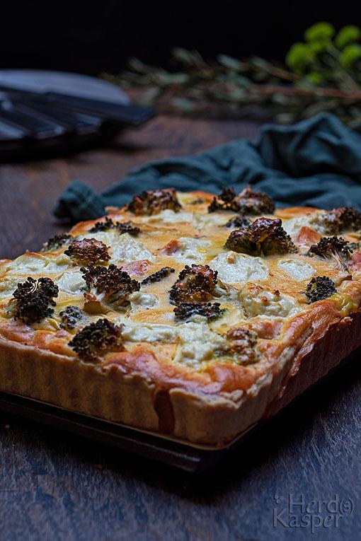 Quiche mit Lachs und Brokkoli, als Alternative zum Spargel.