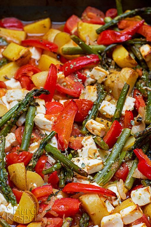Ofengemüse mit grünem Spargel und Geta-Käse