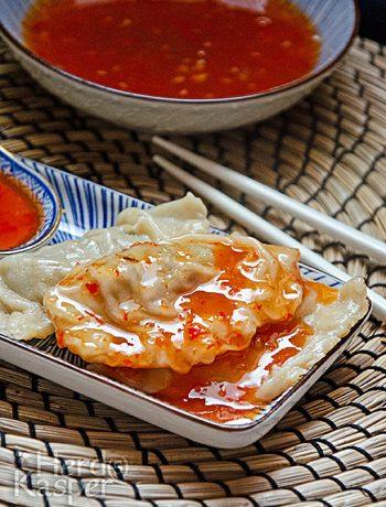 Süß-saure Soße zu chinesischen Dumplings